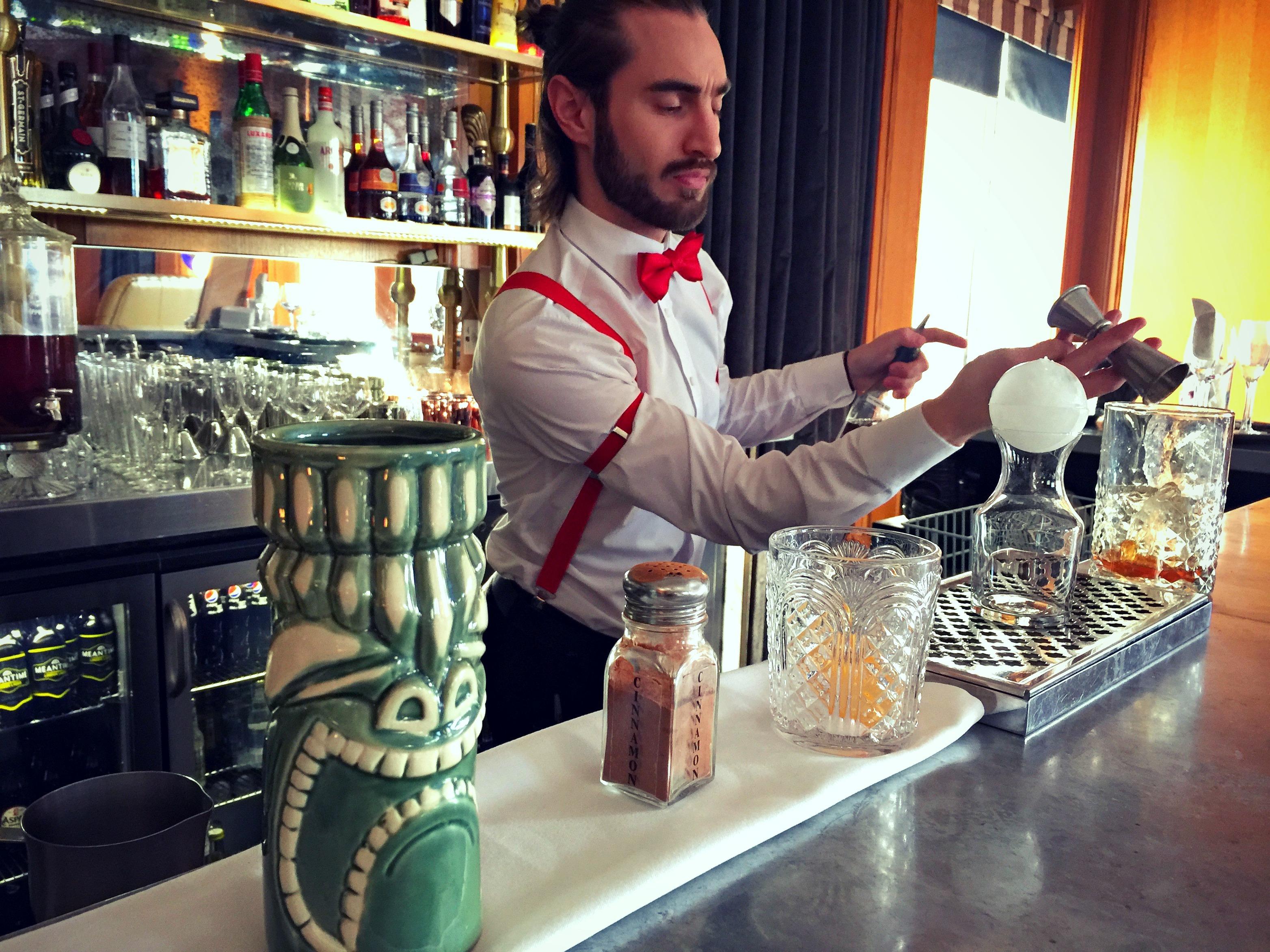 bartender at Gillray's Bar on jenography