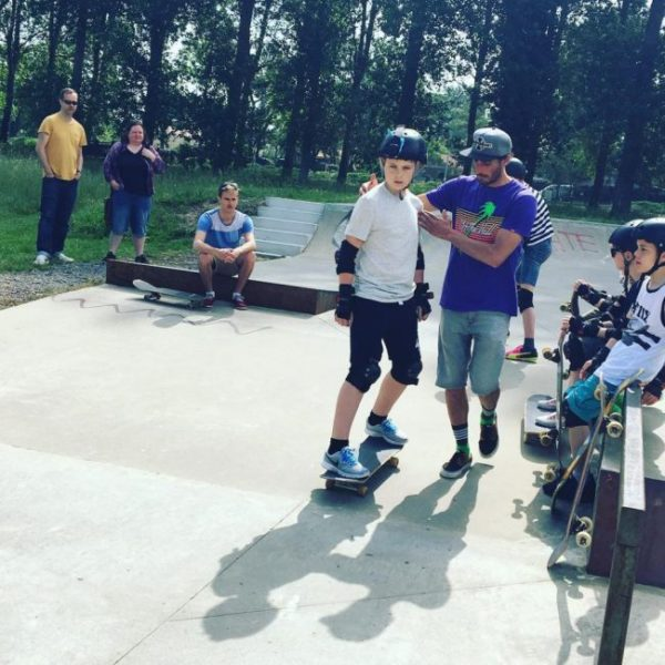 Emma and 3 son skateboarding in France