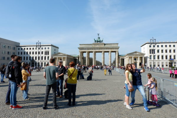 Brandenburg Gate and tourists - Jenography