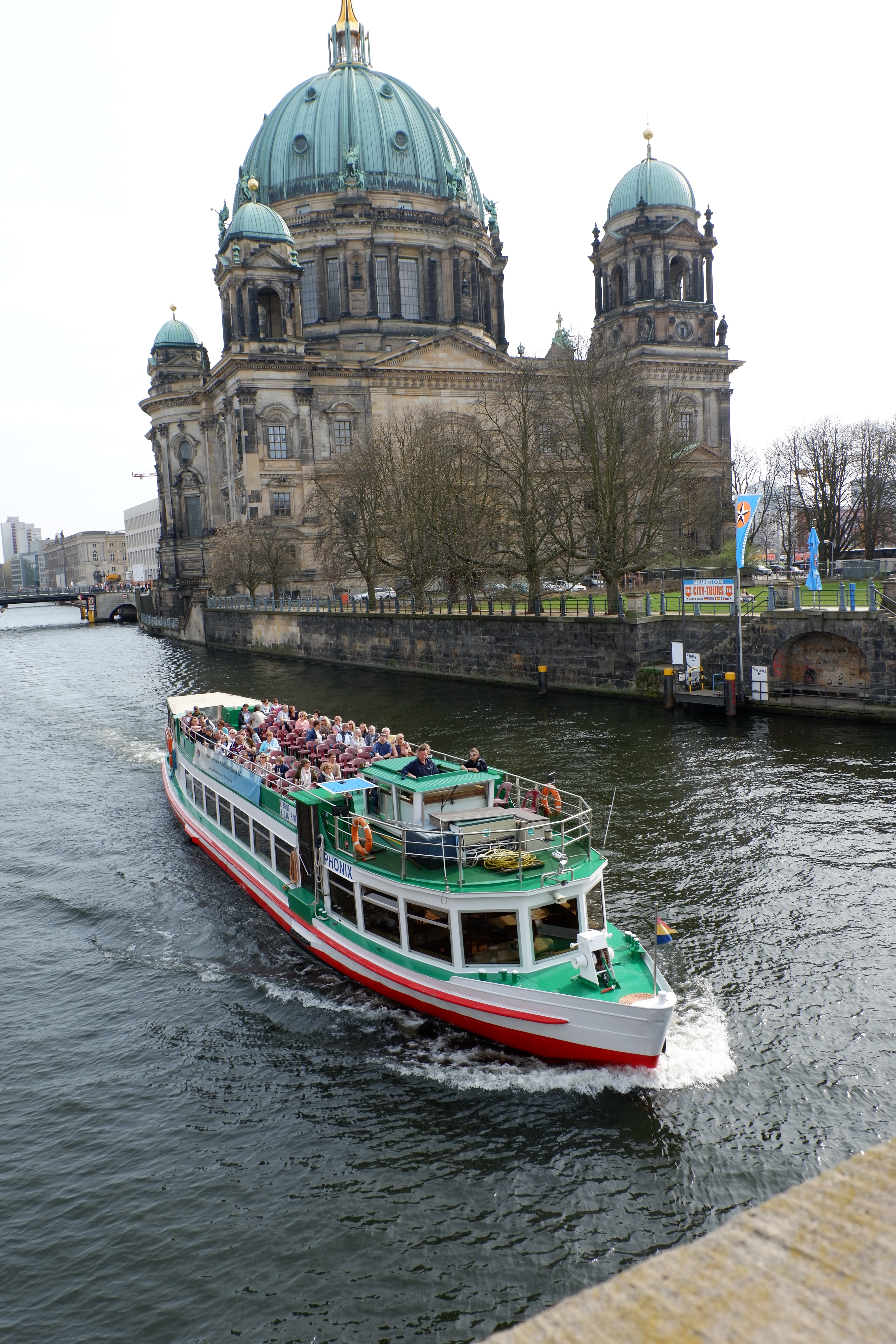 Museum Island and boat in Berlin - Jenography