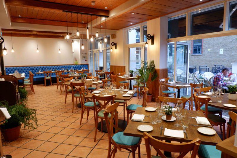 Bistro Vadouvan dining room