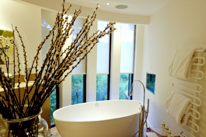bathtub in Chewton Glen treehouse