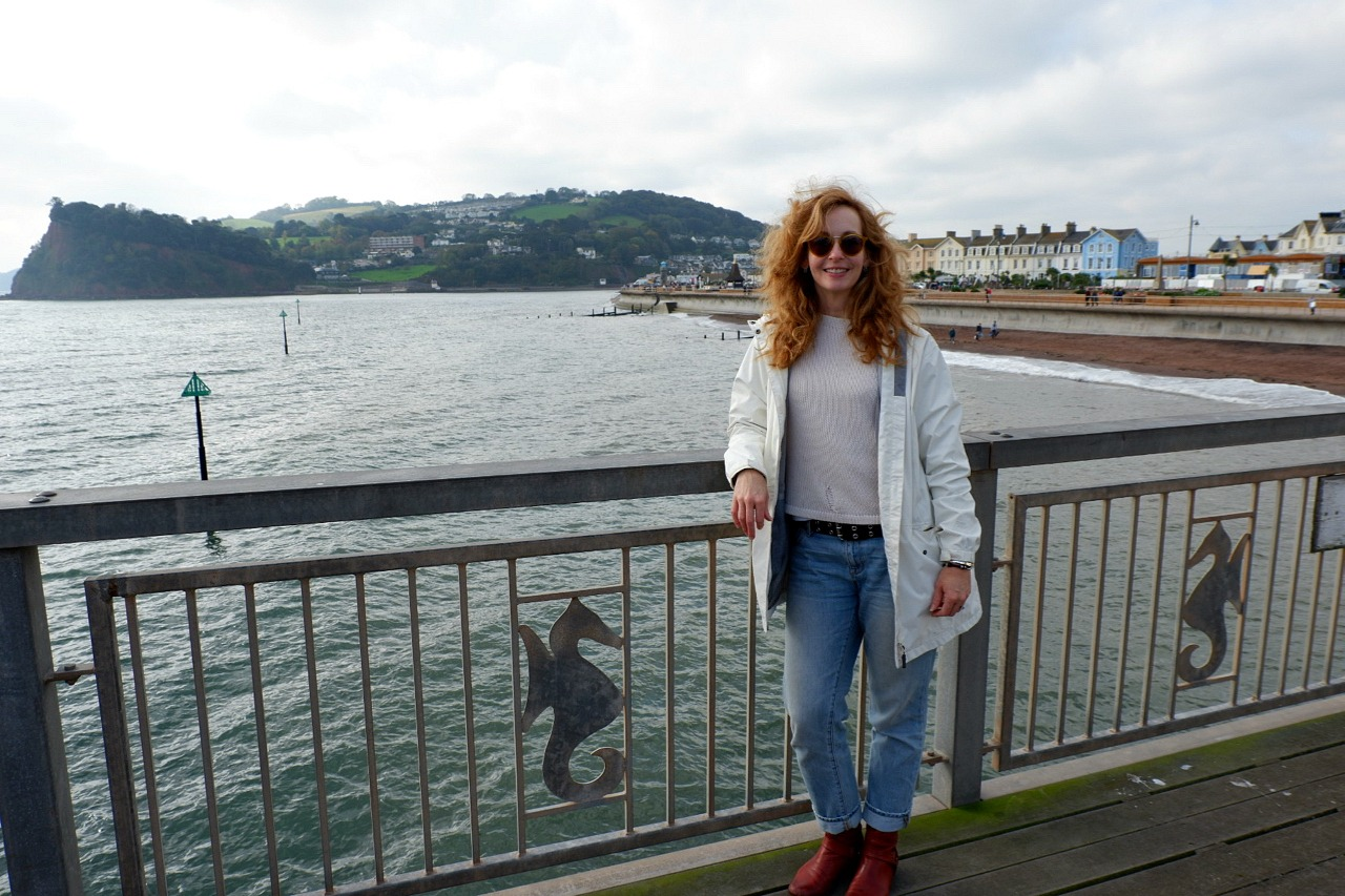 Jen Howze on Teignmouth pier - Jenography